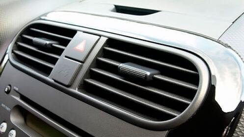 Revisión y recarga del A/C de tu coche