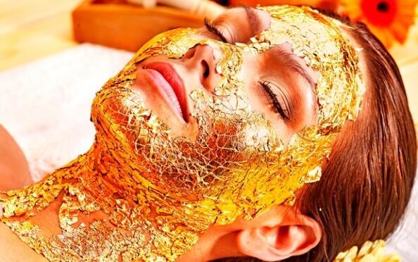 Limpieza facial con mascarilla de oro