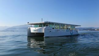 Experiencia única en Cantabria, tour marítimo en catamarán electrosolar