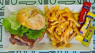 Menú de hamburguesa doble o sandwich especial XL más patatas y bebida para dos personas
