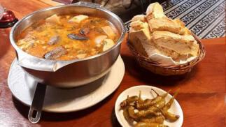 Menú de Cocido Montañés con bebida, postre, café y chupito