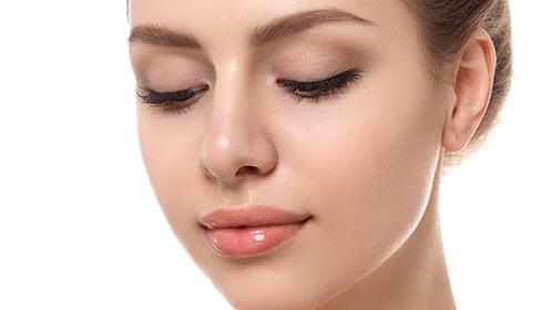 Depilación del labio superior y diseño de cejas