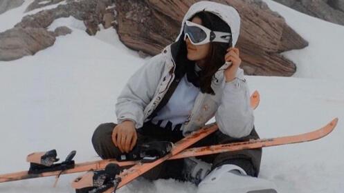 Alquiler de equipo adulto de esquís o snowboard desde 12.5€