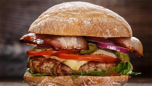 Menú burger para 2 con patatas fritas y 2 bebidas por 9.9€