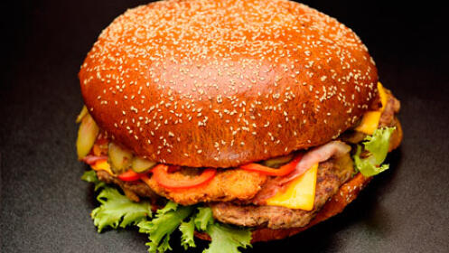 Menú de hamburguesa para dos, con patatas y bebida desde 9.9€