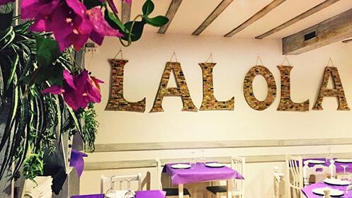 Menú de picoteo para dos personas low cost o menú de picoteo premium, bebida incluida en Lalola.
