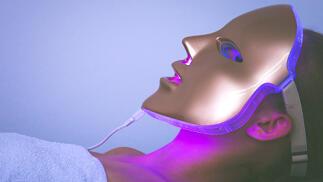 Tratamiento facial con ácidos y máscara de luz Led por 19.9€