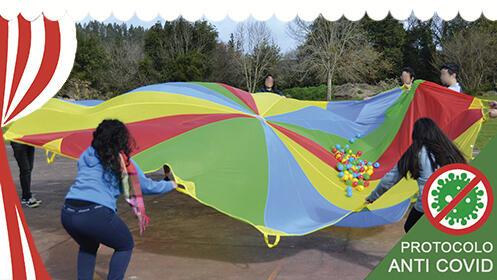 Castillo hinchable y juegos infantiles con monitores para cumpleaños y comuniones