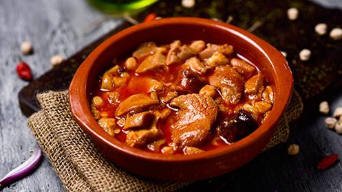 Menú con 3 entrantes, rissotto o plato de cuchara, postre, bebida y orujo en Mesón Dos Ríos