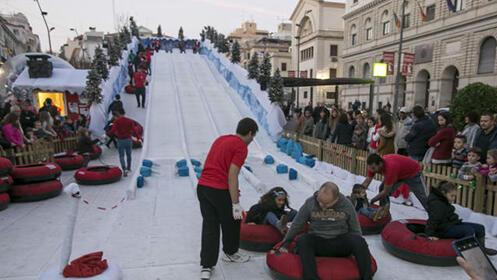 Entrada pista de hielo con opción a tobogán o jumping ilimitado en Torrelavega