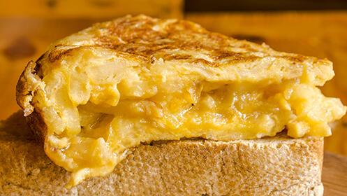 Tortilla normal o tortilla rellena para llevar desde 7€