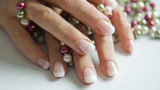 Relleno de uñas de porcelana o nuevas con alargamiento desde 25€