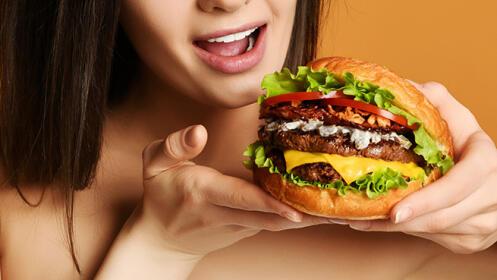 SOLO PARA RECOGER. Dos hamburguesas + Dos de patatas + Dos refrescos