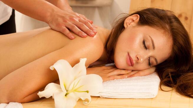 Una o tres sesiones de masaje completo relajante/circulatorio en Centro Velvet